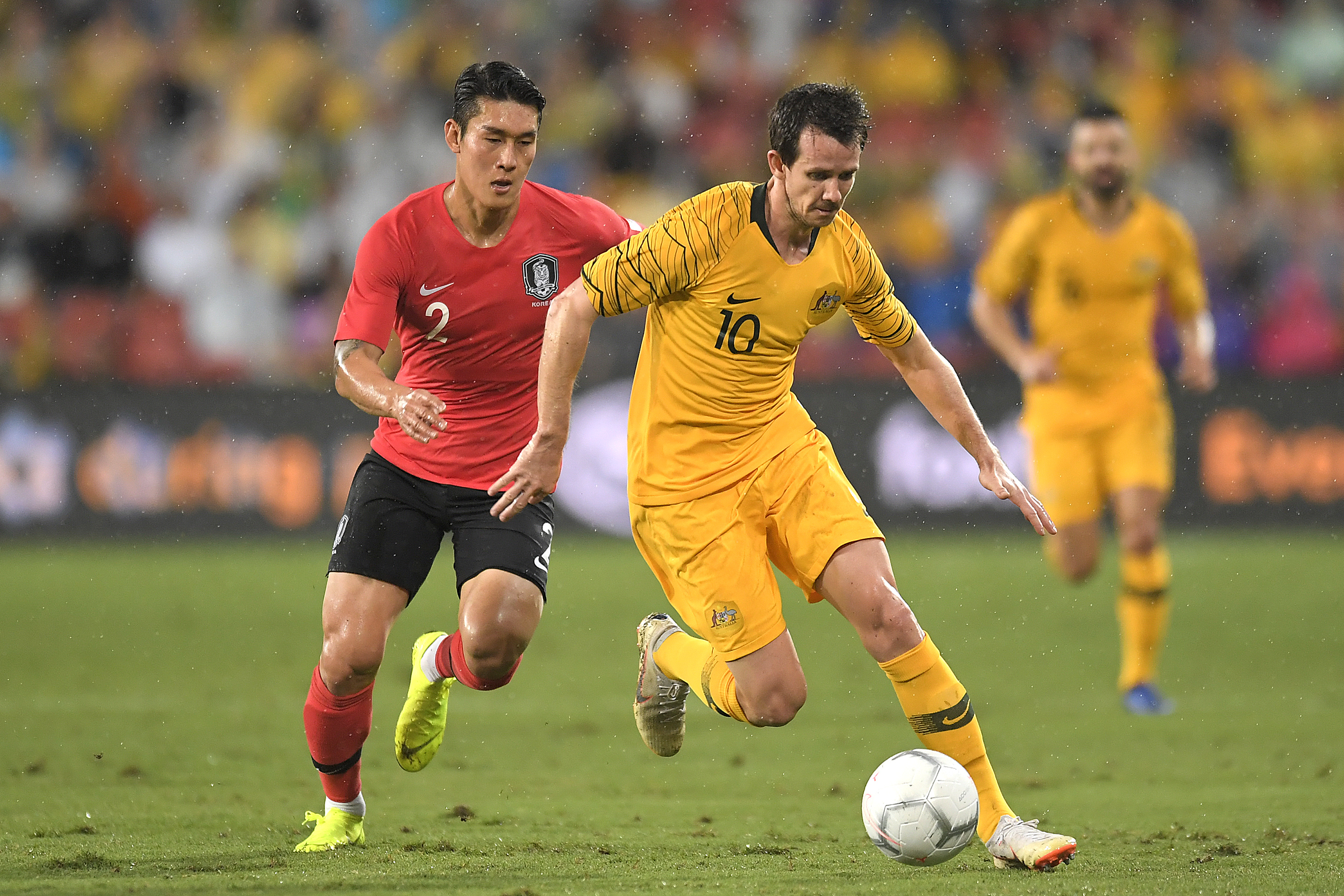 Robbie Kruse returns to Melbourne Victory