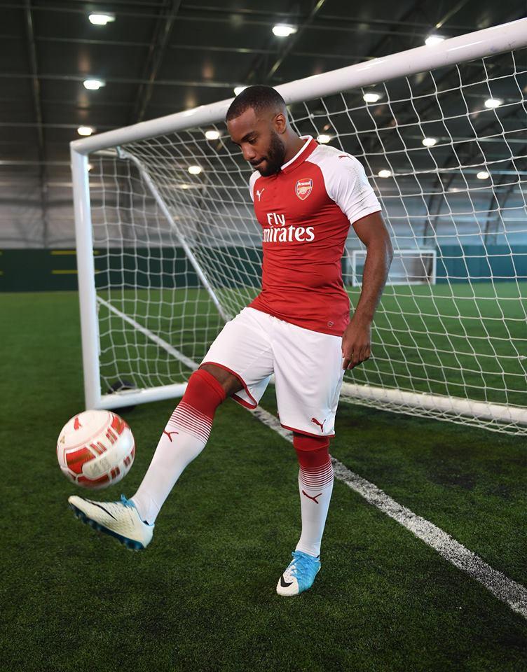 Lacazette tardó 15 minutos en marcar su primer gol con el Arsenal