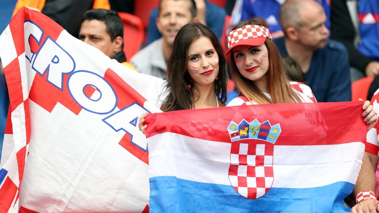 Croatia Fans against Turkey Parc des princes Euro