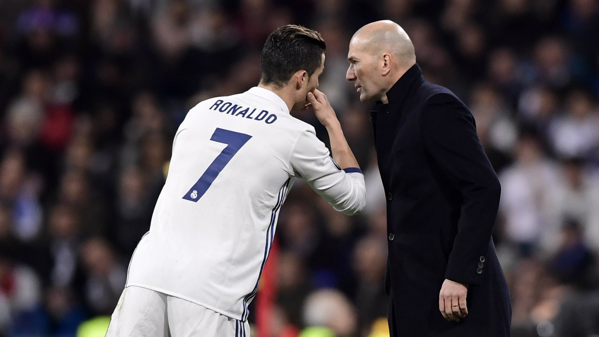 RONALDO TELLS ZIDANE HE WANTS TO LEAVE
