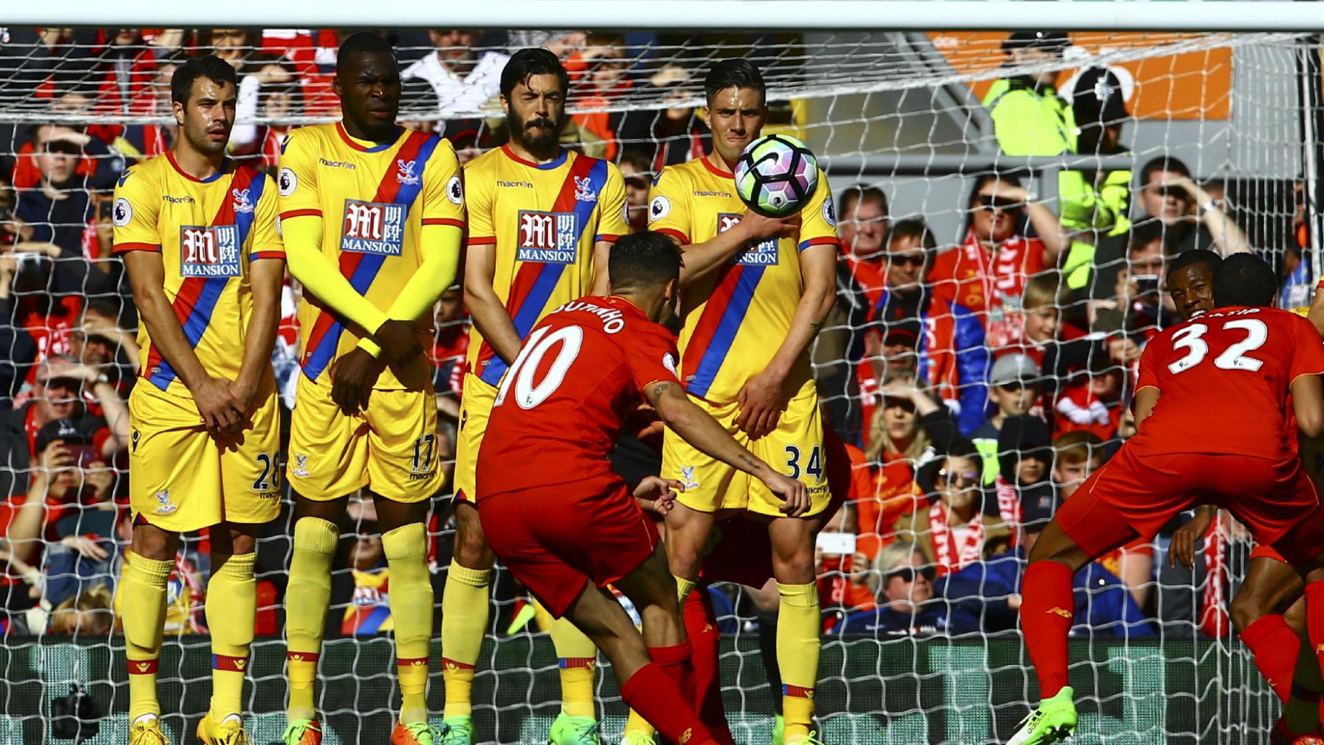 HD Coutinho free kick