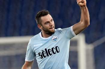 Juventus interested in De Vrij as Lazio contract talks begin