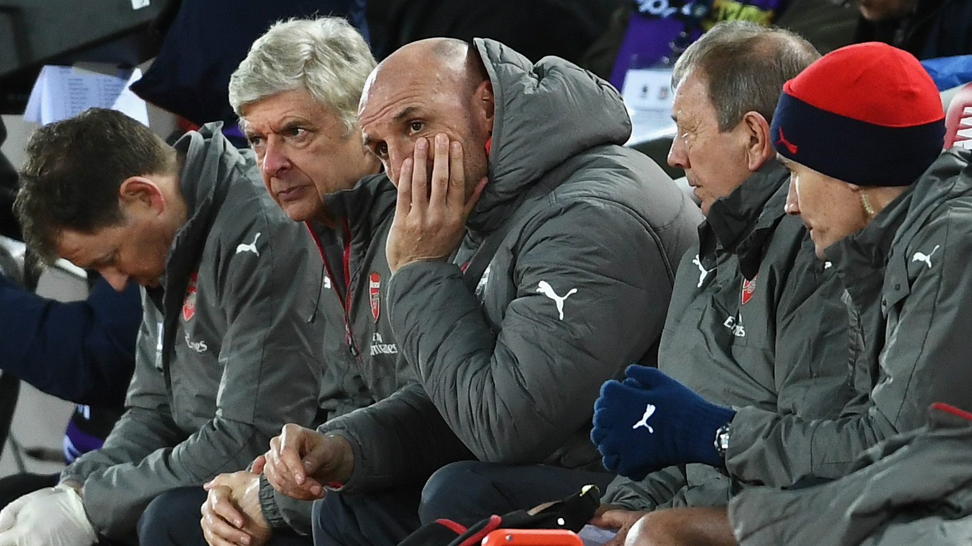 HD Arsenal bench
