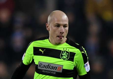 Huddersfield boss thrilled with Mooy