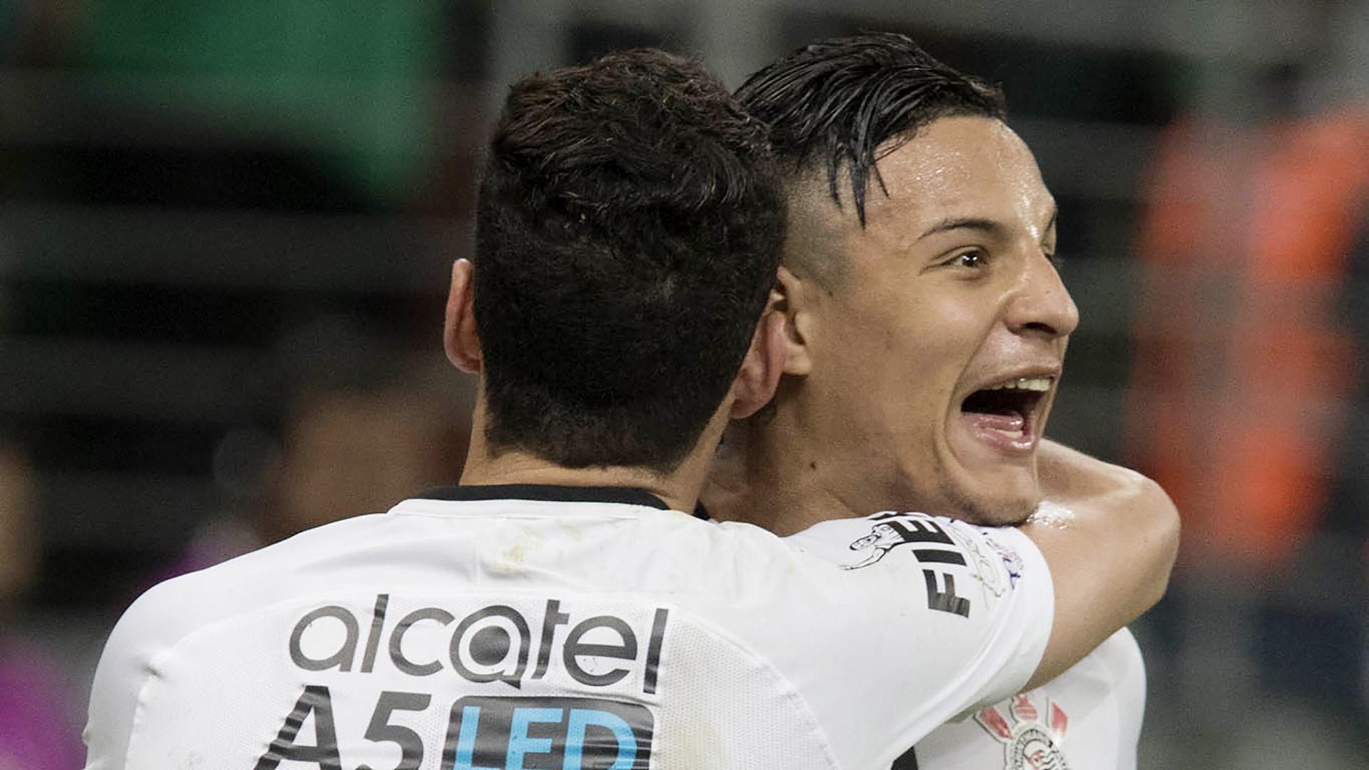 Corinthians confirma contratura e desfalque de Pablo