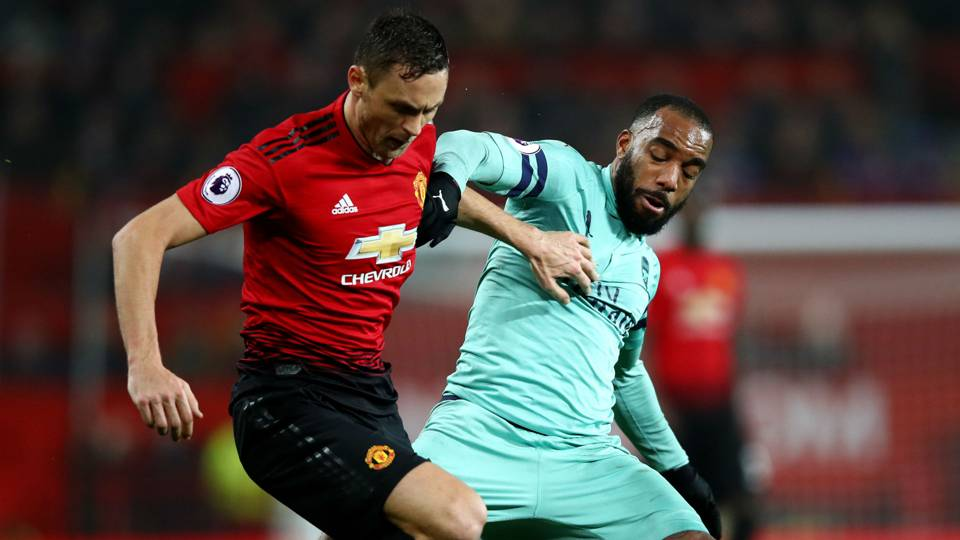 Nemanja Matic Alexandre Lacazette Manchester United Arsenal Premier League 05122018