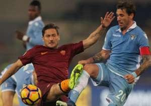 Si avvicina la sfida tra Roma ed Lazio. Scopriamo quali sono stati i giocatori che hanno giocato più volte il Derby della Capitale.