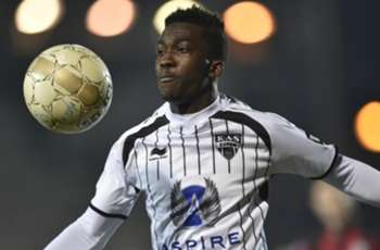 Arsenal target Onyekuru confirms Everton move
