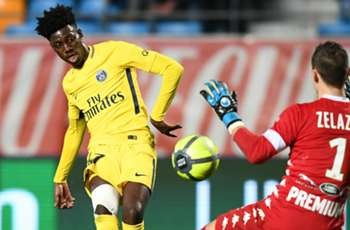 VIDEO: U.S. youth international Weah nearly scores on PSG debut