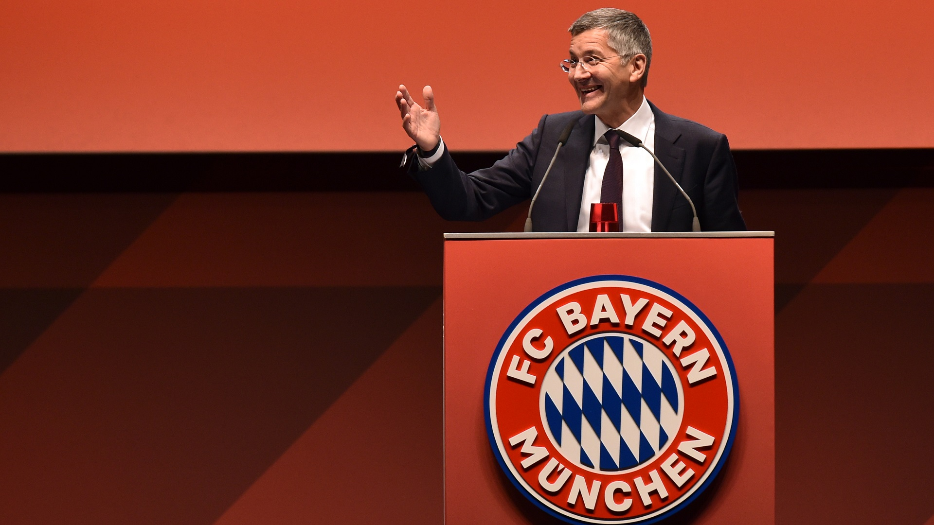 Hainer replaces Hoeness as Bayern president