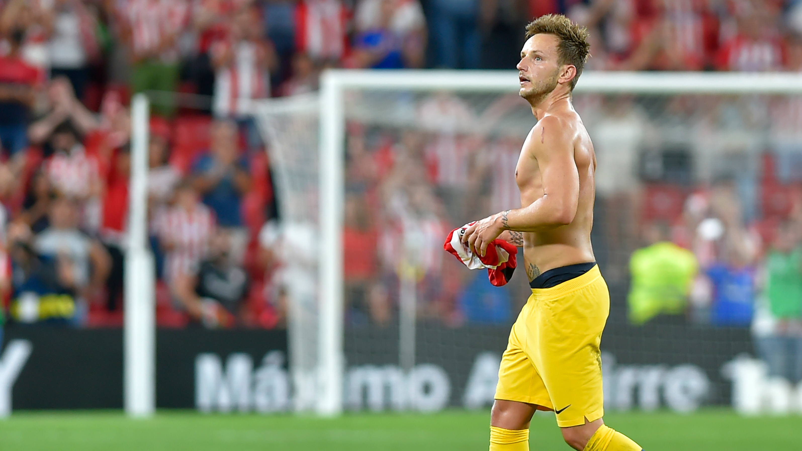 'I feel sad' - Rakitic complains about being benched at Barcelona