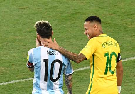 Paulinho: Messi Lebih Hebat Dari Neymar!