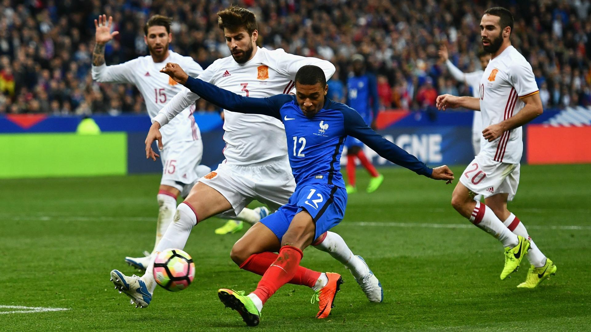 Piqué France Spain