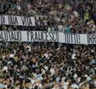 Les Ultras de la Lazio saluent Totti