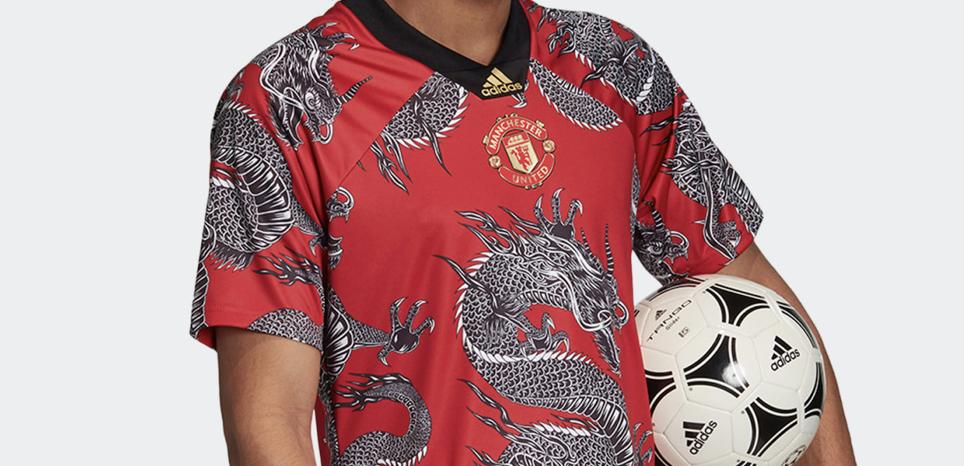 "WTF - Manchester United : les photos du maillot ""nouvel an chinois"" version dragon"