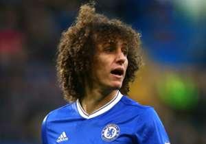 <strong>DAVID LUIZ</strong> | Chelsea | Bisa disebut melakoni pertandingan terburuknya sejak kembali ke Chelsea, dengan nyaris selalu kalah dari Llorente dan gamang dalam penguasaan bola.