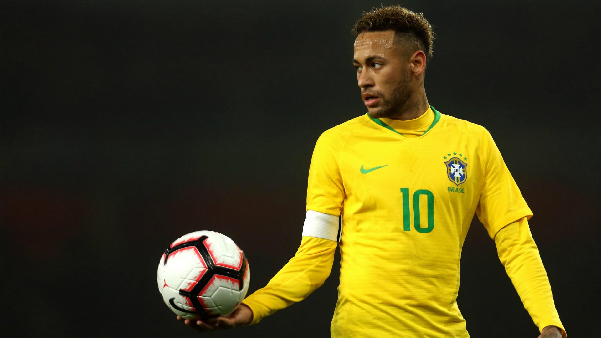 Brésil - Neymar destitué du rôle de capitaine par Tite, Dani Alves récupère le brassard