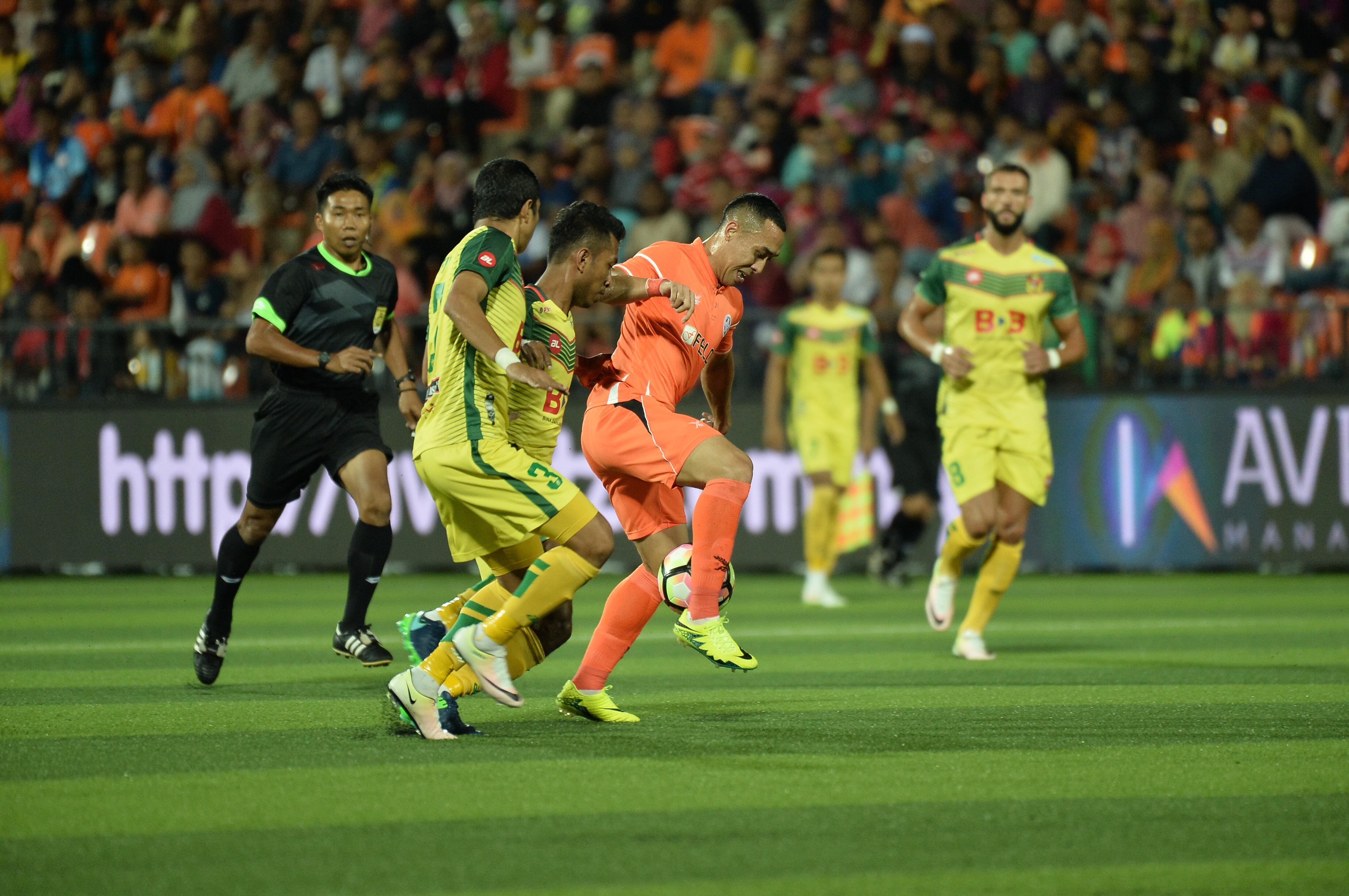 Norshahrul Idlan and Akram Mahinan Felda United Kedah Super League 4/2/17
