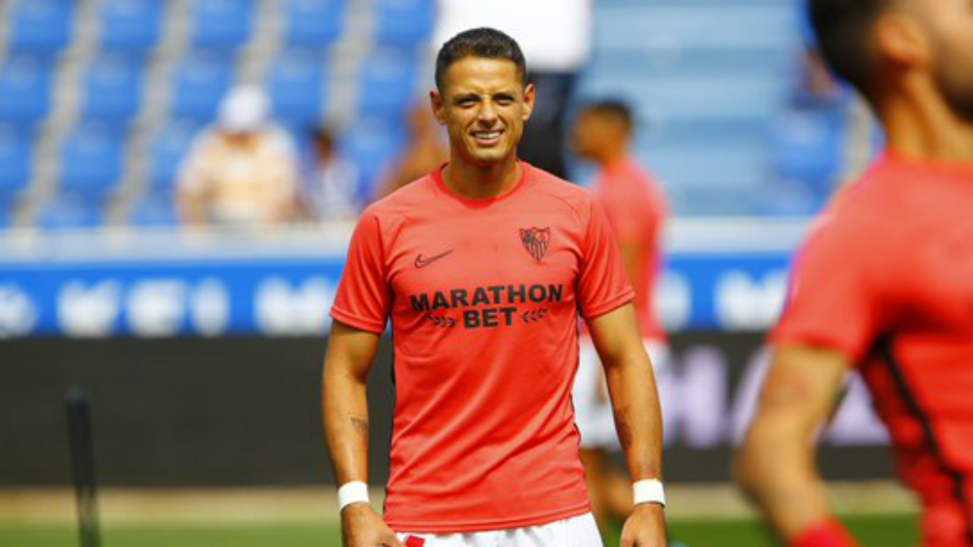 Chicharito makes Sevilla debut, Lozano gets first Napoli start to lead Mexicans in Europe