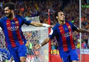 <b> NEYMAR </b> – O craque brasileiro marcou um dos três gols na vitória por 3 a 1 sobre o Alavés, que deu o título da Copa do Rei ao clube catalão.