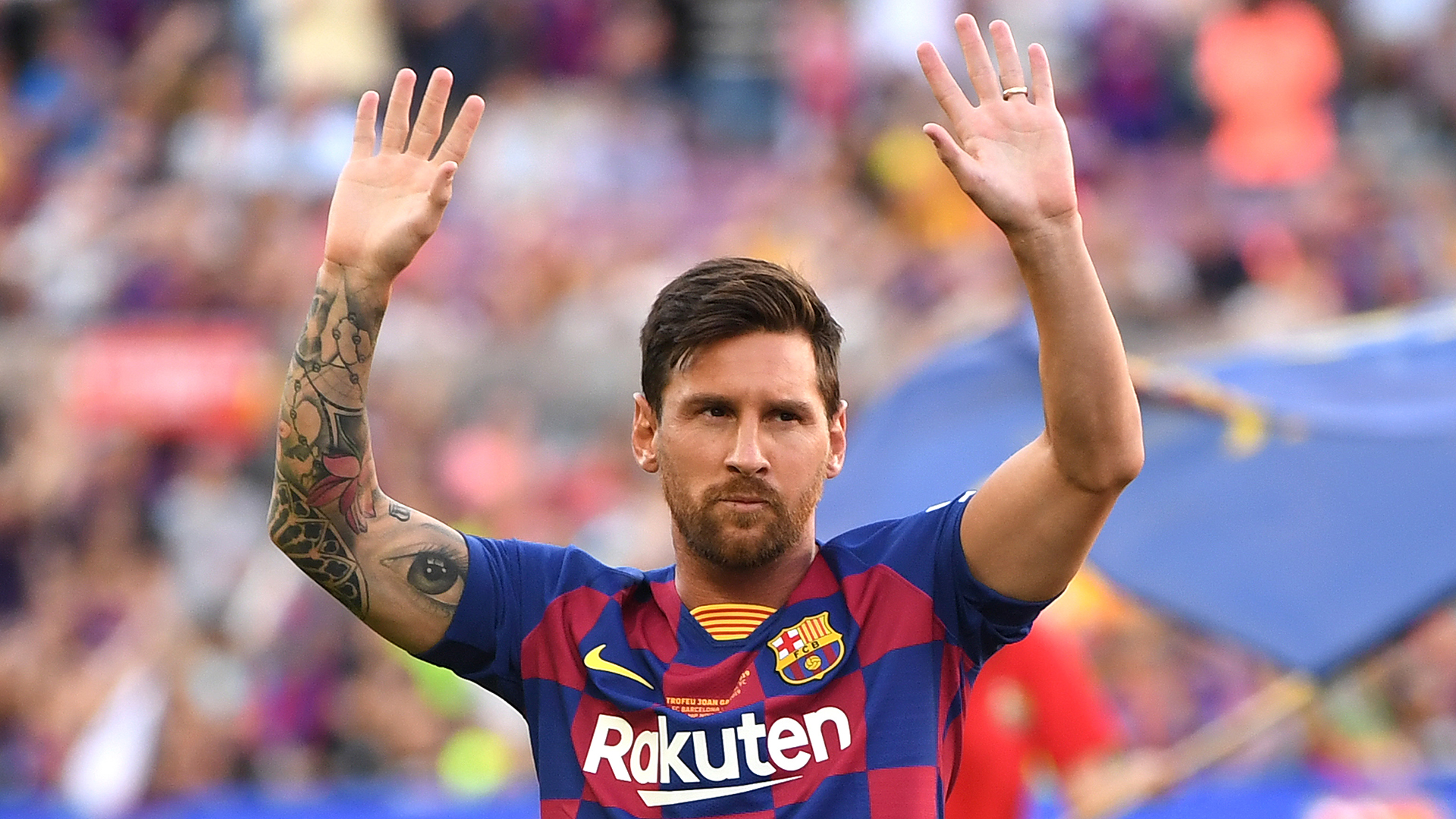 Barcelona ace Messi presented with European Golden Shoe
