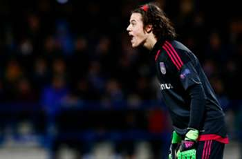 Benfica's Svilar breaks Casillas' Champions League record against Man United