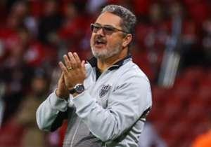 Micale entra para a lista de treinadores demitidos durante o Brasileirão!