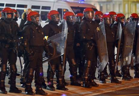 Police officer dies after fans clash in Bilbao