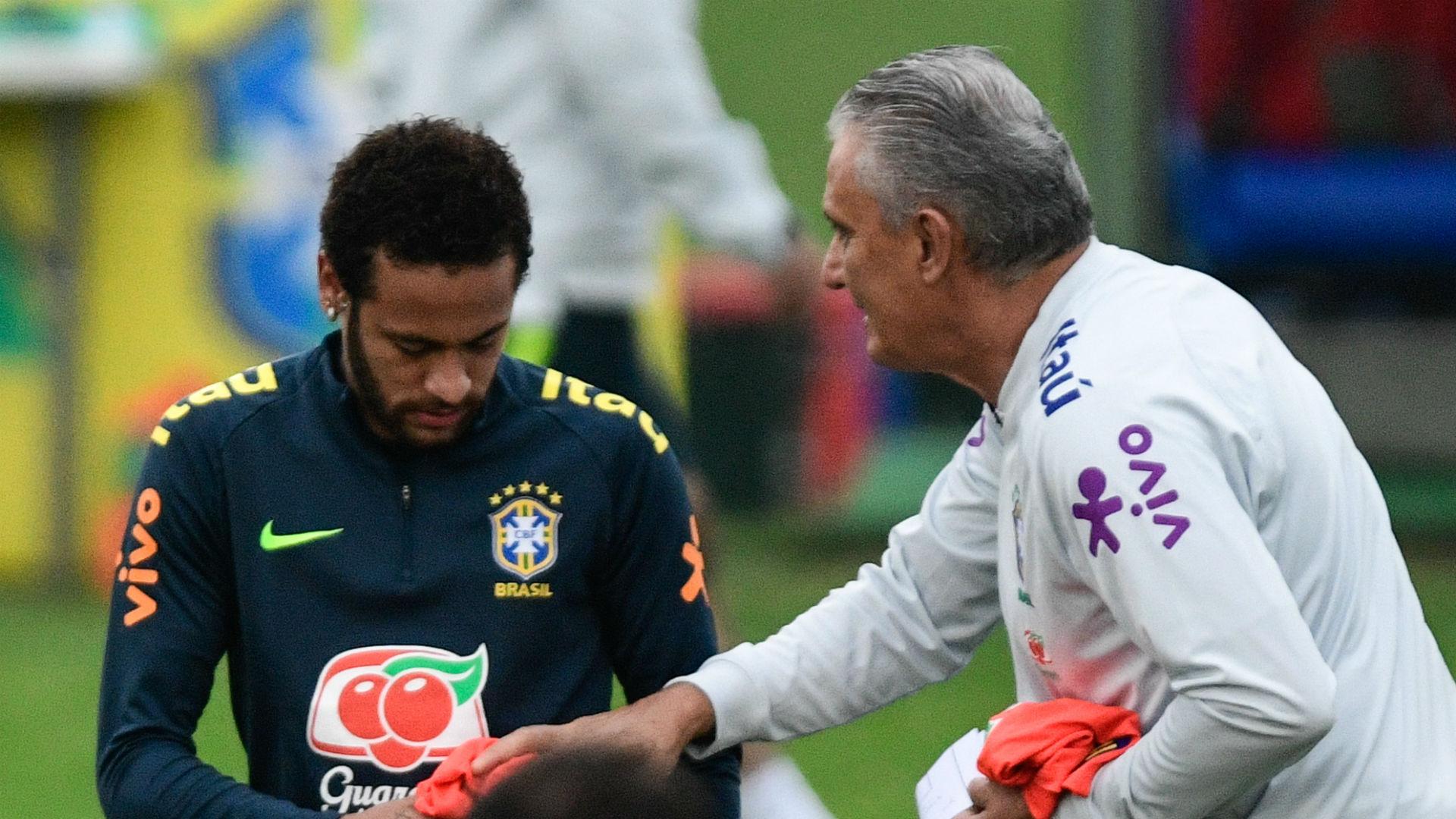 VIDEO - Tite révèle comment il a destitué Neymar du brassard de capitaine