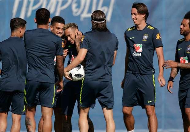 Tite inicia preparação para jogo com Sérvia e fecha treino para a imprensa 29f86916fa04d