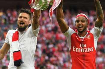 West Ham eye Arsenal duo Giroud and Walcott