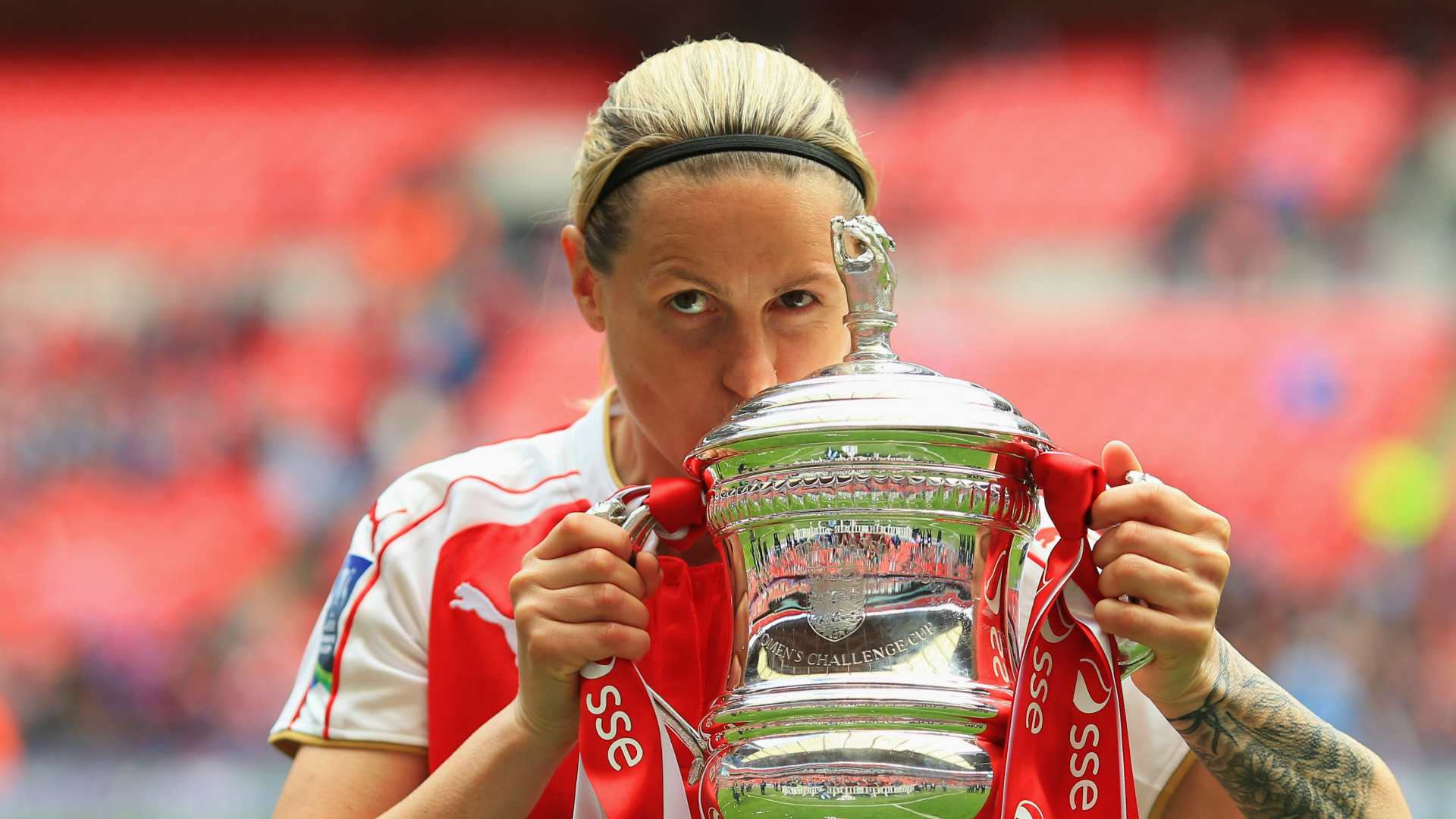 Arsenal legend and England women's record scorer Kelly Smith retires from football
