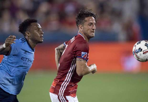 Rodney-wallace-new-york-city-fc-hernan-grana-fc-dallas_12h0y6ey4pbl21tobqopj0r2jv