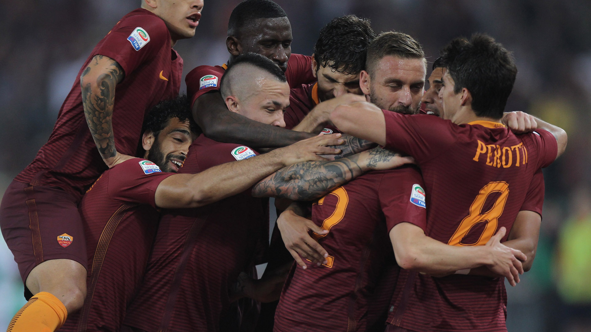 Roma beats Chievo 5-3 to move 1 point behind Juventus