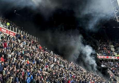 Bom Asap Hitam Warnai Laga PSV - Ajax