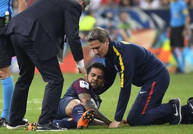 Brazil lo sốt vó vì chấn thương của Dani Alves