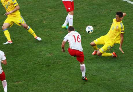 Kuba blasts Poland into round of 16