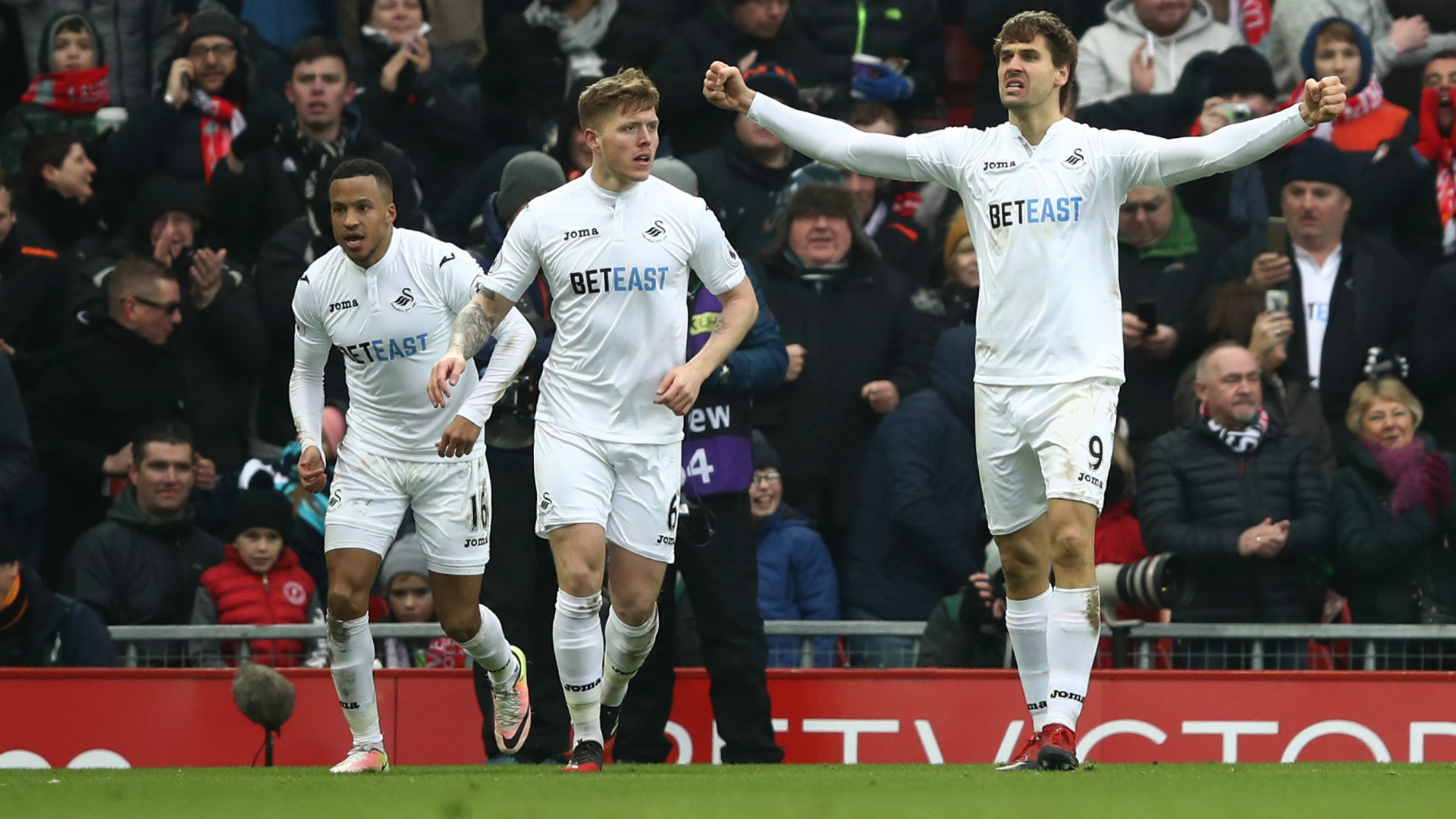 HD Swansea celebrate v LFC