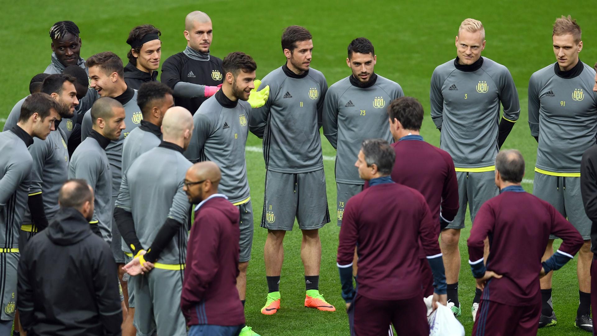 VIDEO- L'Anderlecht si allena in un parco di Manchester