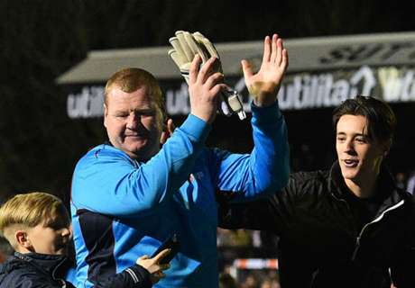 'Wayne Shaw is a legend!'