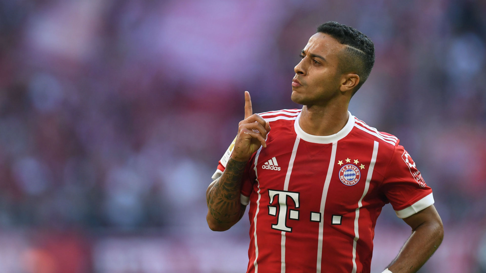 Ter Stegen calls on Barcelona to bring Thiago back from Bayern