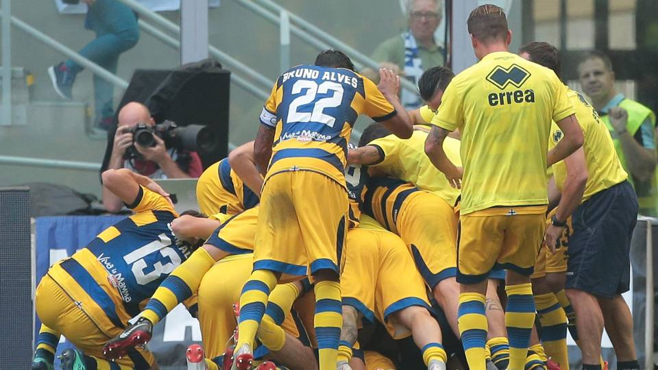 Parma celebrates Dimarco goal vs. Inter