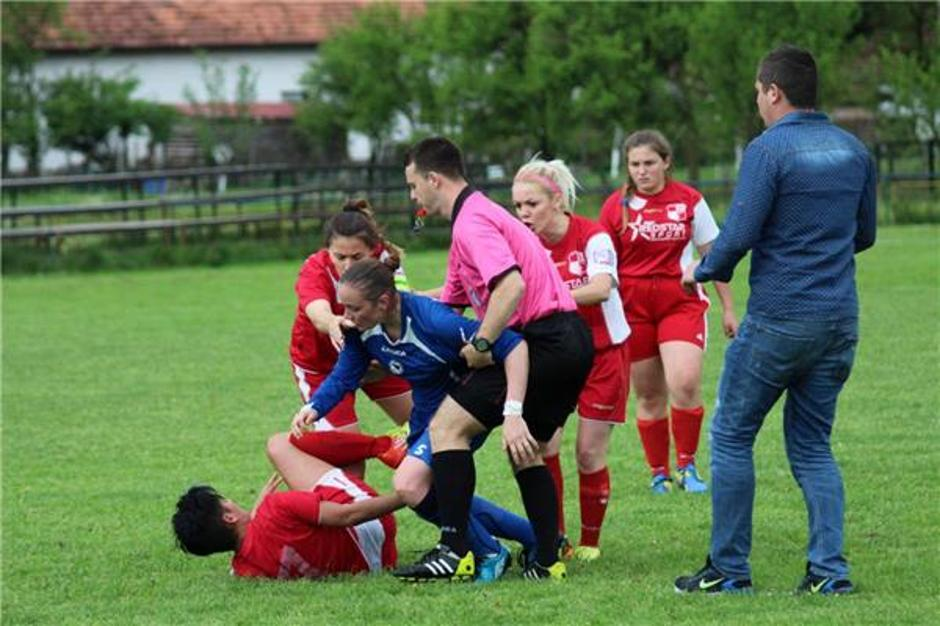 women football fight - bosnia 2017