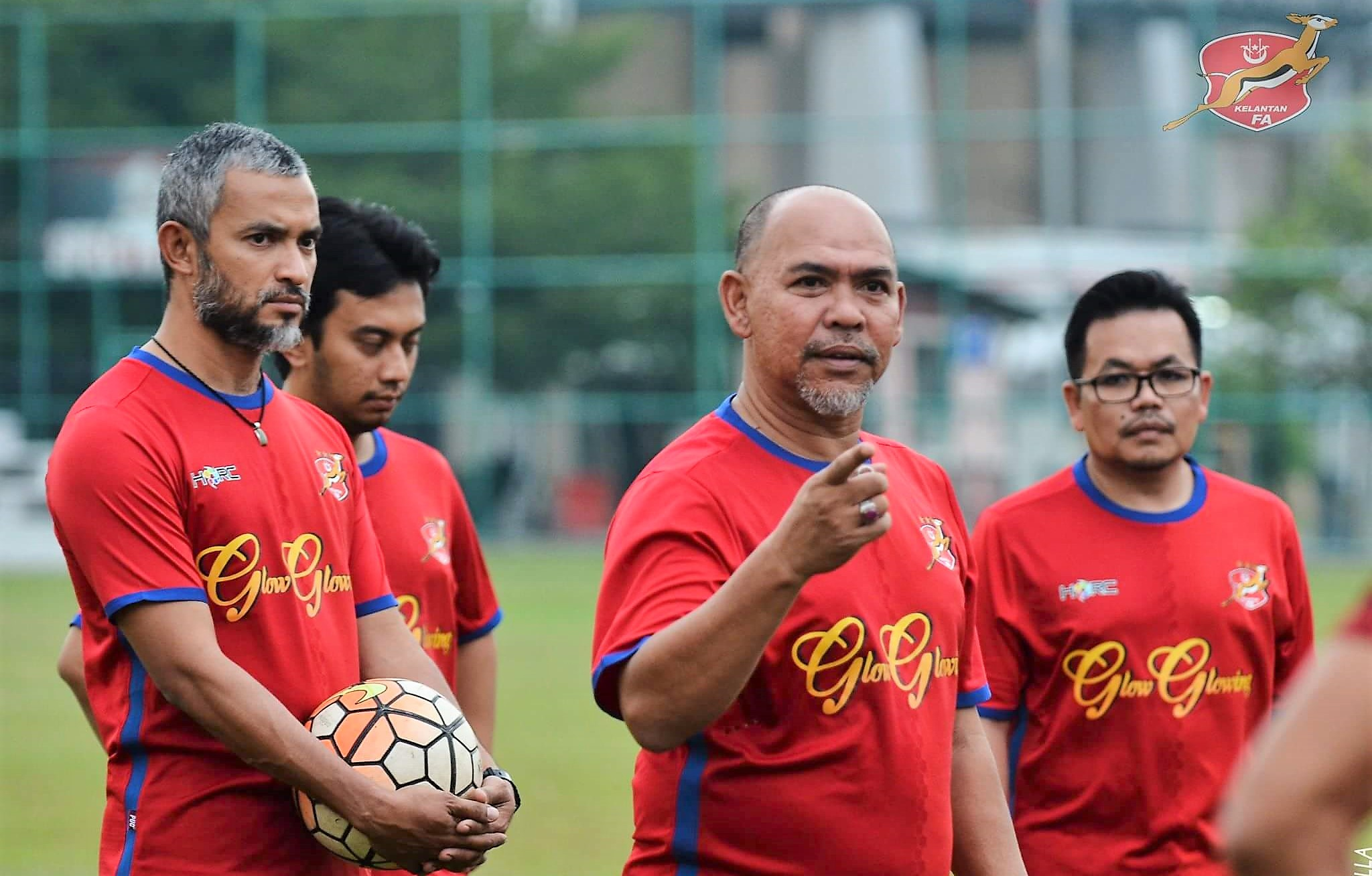 Kelantan head coach (second from right) Zahasmi Ismail and assistant head coach Hashim Mustapha (left) 13/1/2017