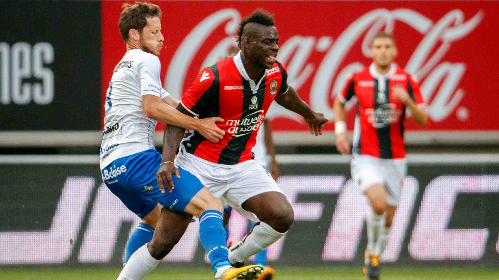 VIDEO, Balotelli fa impazzire i tifosi del Nizza, anche fuori dal campo