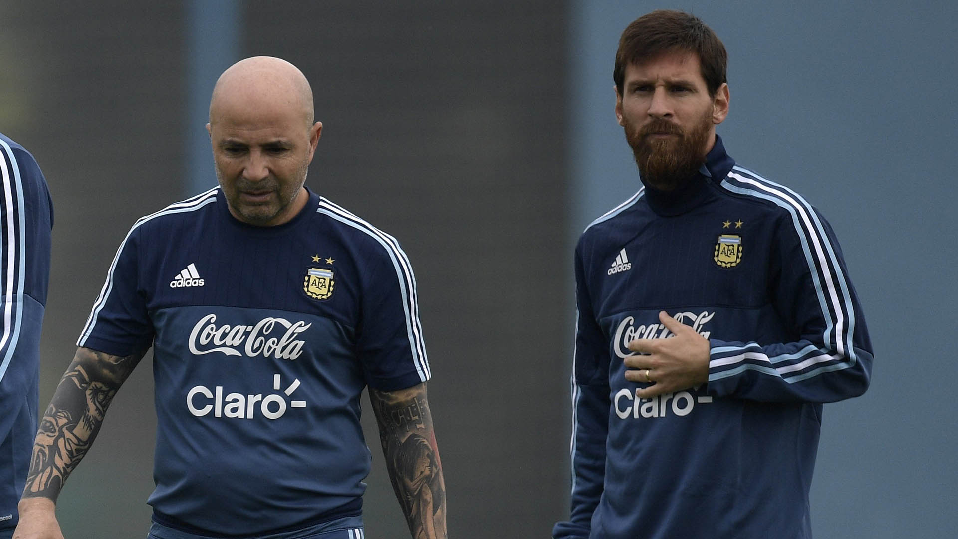 Lendário atacante colombiano sai em defesa de Lionel Messi