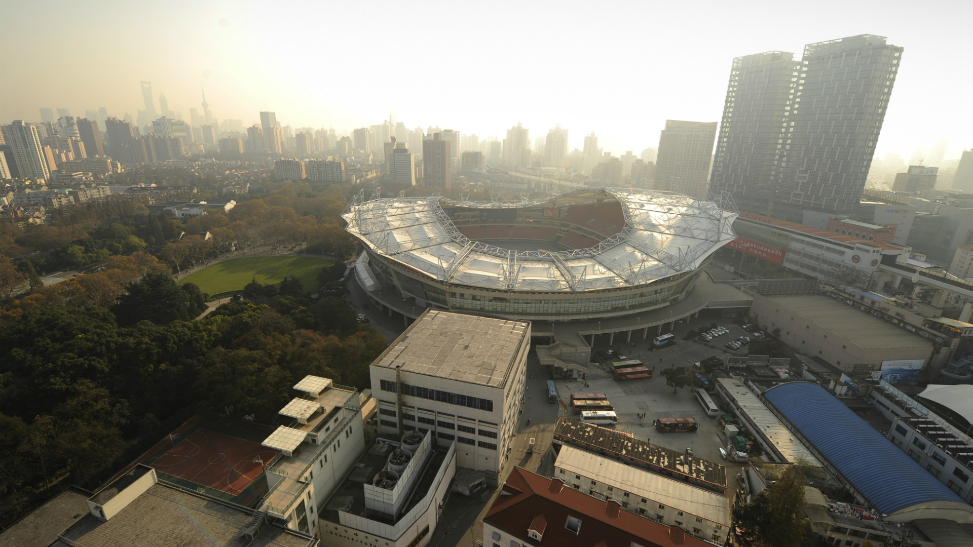 Spaventoso incendio allo stadio dello Shanghai Shenhua, club di Tevez e Guarin