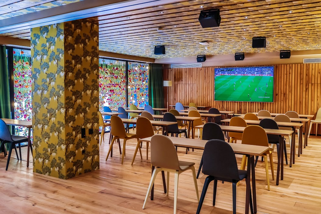 Bienvenido al restaurante de messi en barcelona for Bar jardin barcelona