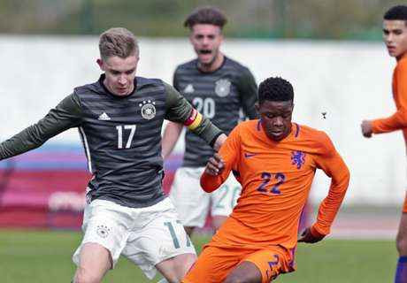 Ajax prospect to snub Man Utd