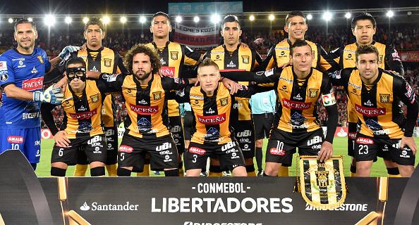 Bolívar vence 3-0 a Nacional Potosí y acaricia el título